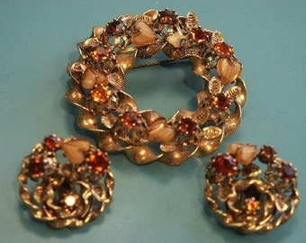 Large beautiful vintage 1950s ornamented brass brooch/earclips parure set with goldbrown faceted glass stones/hearts