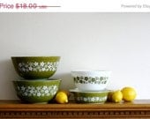 HURRY -- ON SALE Pyrex bowls Lot of Pyrex mixing bowls Pyrex Spring Blossom Green Pattern Pyrex ramekin collection 4 pieces