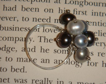 Multi hued cluster pearl ring Size 7 1\/2