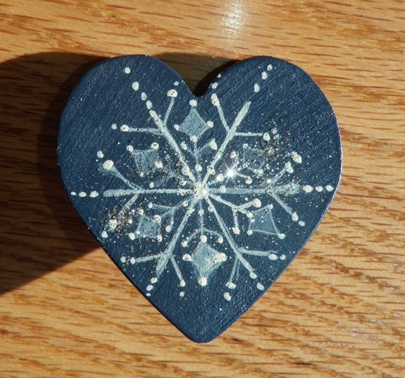 SNOW LOVERS PIN