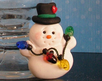 Happy Snowman Pin / Christmas Brooch Holding Christmas Lights / Holiday Jewelry