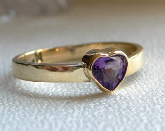 14 Karat Gold Classic Band with Amethyst Heart - Size 6 1/2