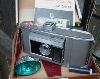 Vintage POLAROID Electric Eye Land Camera Model J66