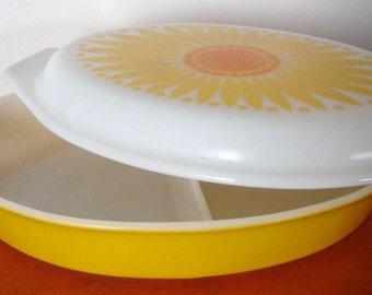 Pyrex Sunflower Daisy Divided Casserole Dish with Cover