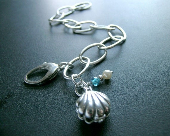 Silver Link Bracelet with Shell and hidden Pearl