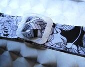 Black and white floral print belt
