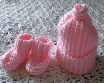 Light pink cap and booties