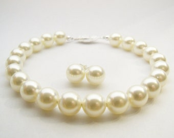 Pearl bracelet and pearl stud earrings set Swarovski Cream pearl set 8mm round pearls