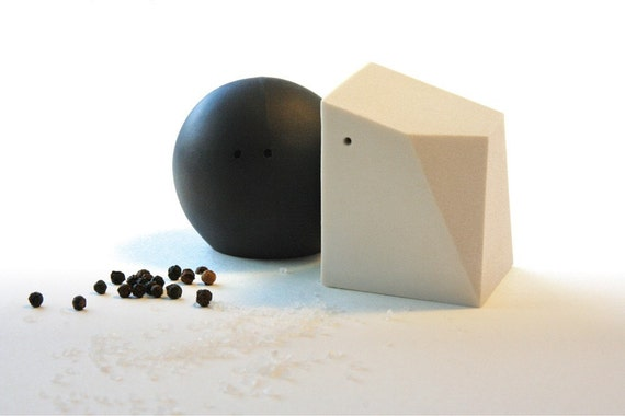 Salt and Pepper Shakers (Black and White)