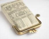 iPhone Case iPhone sleeve gadget case / Glasses Case - Notre Dame de Paris  (iPhone 7, iPhone 7 Plus, Samsung Galaxy S7 etc. )