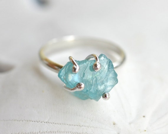 Apatite Rough Stone Ring in Sterling Silver - Hand forged - Hand fused - Prong Set - Caribbean Blue