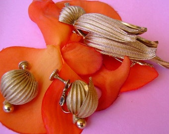 Vintage brushed gold pin earrings set in a petal and leaves shape signed Valenza