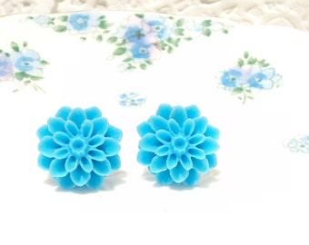 My Bonnie Blue Eyed Lassie - Blue Flower Stud Earrings - Mum Earrings - Crysanthimum