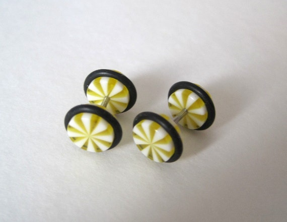 Lemon Swirl. Body jewelry. Screw on Fake Ear Plugs. 16 gauge.1.2 mm.  Stainless steel tunnel. 1 Pair.
