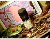 the arcana - all natural perfume oil - 1/6 oz - primary notes: bergamot, lavender, myrrh - unisex