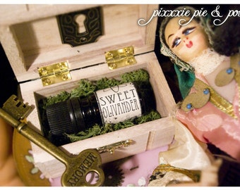sweet olivander - natural perfume oil in aroma of lilac and field - 1/6 oz amber glass bottle