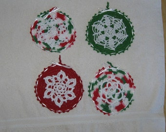 Ready to Ship Set of 4 Christmas Ornaments XMAS Holiday Snowflakes snowflake Crochet Crocheted Thread Victorian red Green