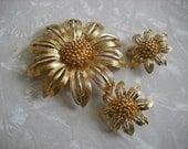 Vintage Brooch Earring Monet Flower Daisy Sunflower Goldtone Set