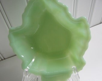 Vintage Jadeite Maple Leaf Dish