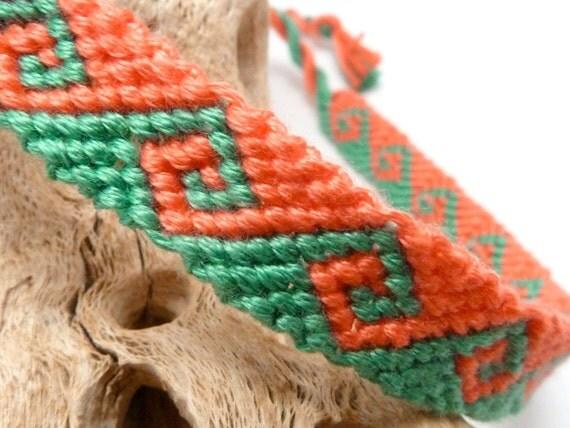 Knotted friendship bracelet - tidal wave - pink & green