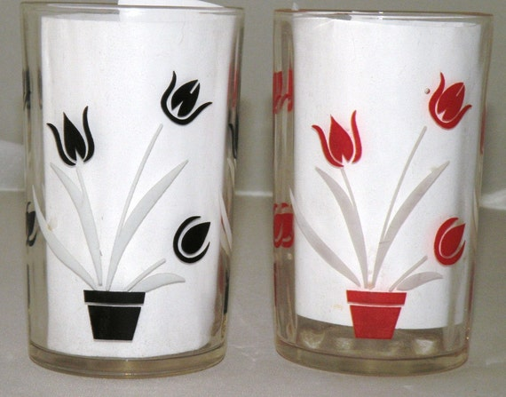 TWO Tulip Motif SWANKY Swigs in Red aND Black