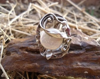 Abstract Mother of Pearl Ring / 216