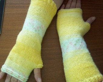 Armwarmers / Handwarmers in lovely Spring Yellow Wonder Knit Yarn