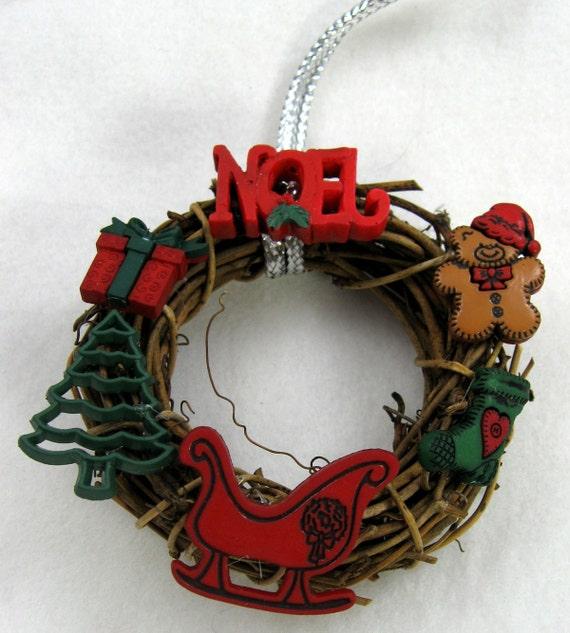 Happy Holiday Wreath Christmas Ornament 202