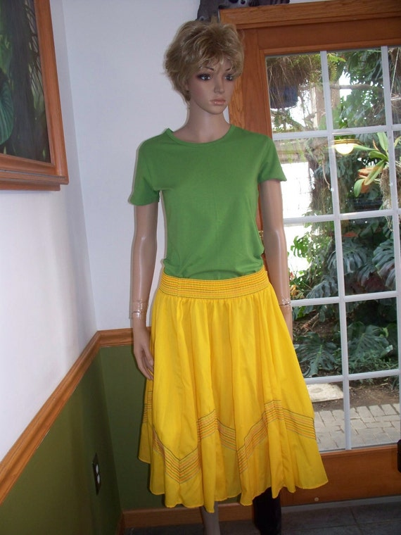 Vintage  Sunny Yellow 60s 70s Rockabilly Swing  Circle Skirt with pin Stripes design