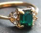 Vintage 80's Avon // Emerald Green Rhinestone Ring // Size 8