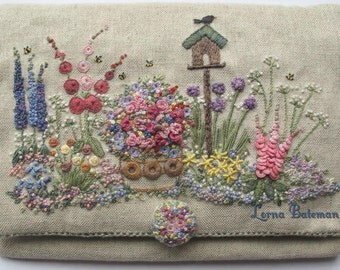 In an English Country Garden Needlecase Pattern & Print kit