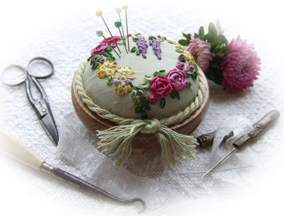 PDF PP9 Roses and Wisteria Heart Pincushion design