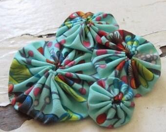 yo-yo flower fascinator, handmade.  merida