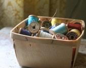 Lot of 37 vintage spools with thread in a berry basket/sewing notions