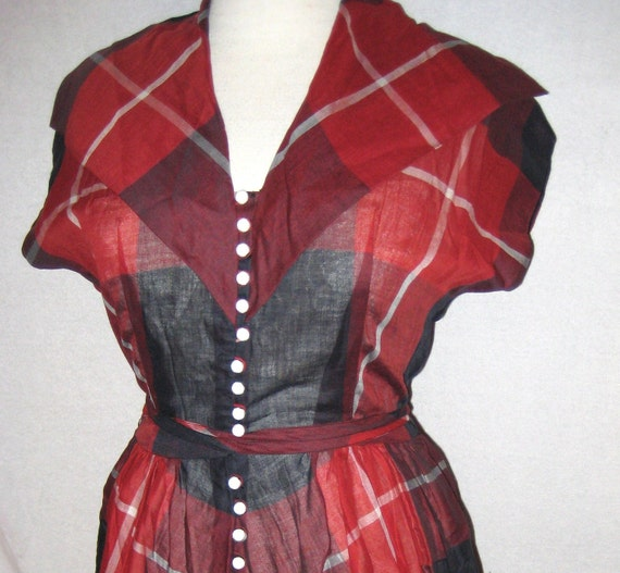 Fantastic and cute 40s red, white and black plaid patterned landgirl dress