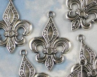 8 Elegant Fleur de Lis Charms Antiqued Silver Pendants NOLA Ragin Cajuns (P846)