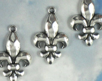 6 Silver Fleur de Lis Charm Pendants - NOLA Fluer Ragin Cajuns (P922)
