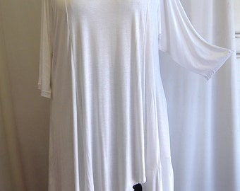 Coco and Juan Plus Size Missy Asymmetric Tunic  Top White Knit Size XL (fits size 14,16)   Bust 46 inches