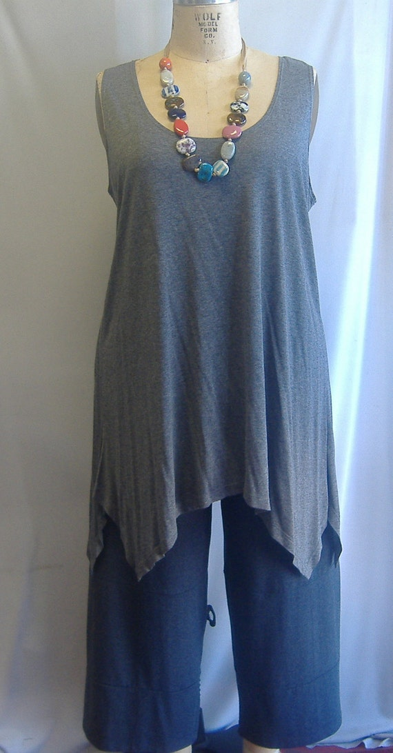 Coco and Juan Lagenlook Plus Size Silver Gray Knit Angled Tank Top Size 1 Fits 1X,2X Bust  to 52 inches