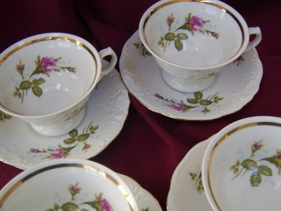 Vintage Moss Rose Tea Cups and Saucers  Set of 4