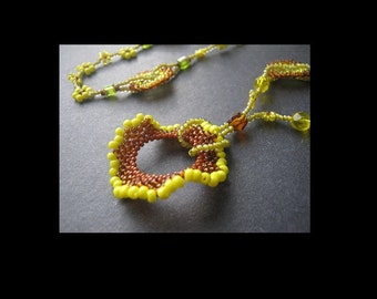 Circle Peyote Pendant Beading Tutorial. No Clasp Necklace Instructions for Personal Use