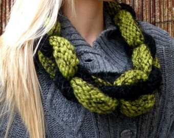 Caterpillar Chain Link Scarf - Chunky Knit for Adult - Green and Black - UK