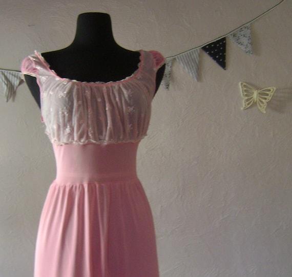 Rosebud Pink nightgown - Luscious Vintage - Large Size