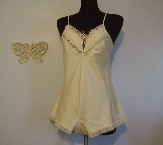 Vintage romper playsuit //Cream color size medium