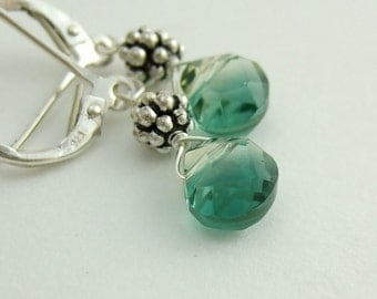 Earrings with Green Crystal Teardrops and Sterling Silver Daisies HE-163