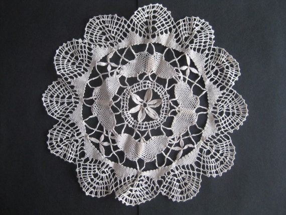 "Doily Crochet Lace Craft Pretty Vintage 10"" Across Scallop Nicaraguan"