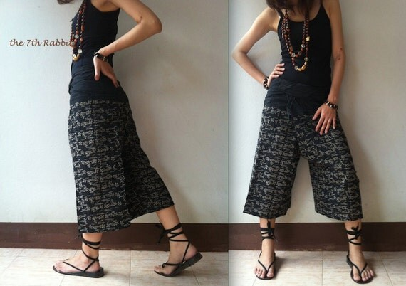 Tiny Daisy Printed Fisherman Pant in Black