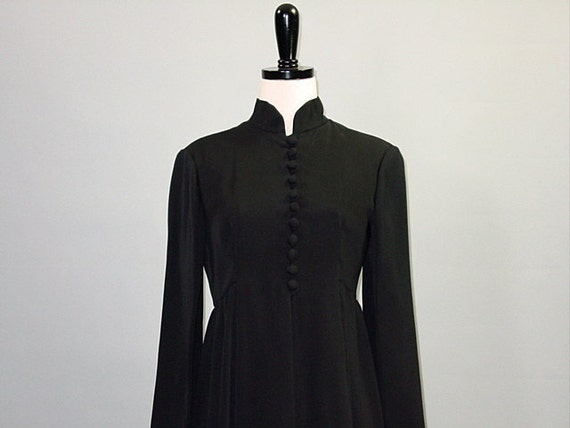 Vintage 60s Dress / Structured / BLACK EMPIRE DRESS / s-m