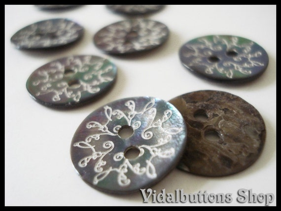 20 pcs Agoya Natural Shell floral Buttons15mm