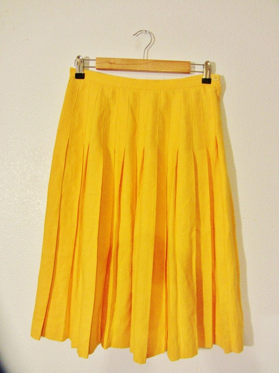 SALE. Yellow Linen Accordian Skirt. Medium.